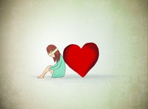 Mulher vendada encostada em coração