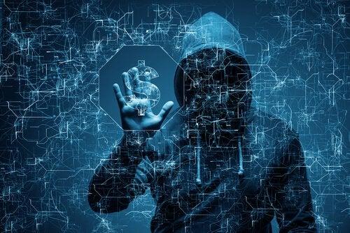 Homem roubando informações na internet