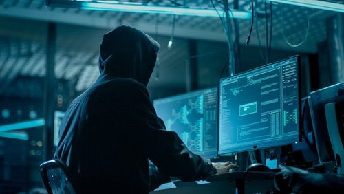 Hacker invadindo sistema