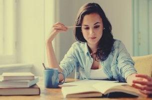 Estudar lendo em voz alta ou em silêncio, o que funciona melhor?