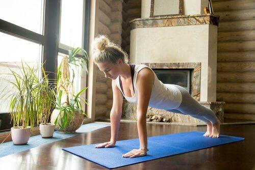 5 dicas para praticar ioga em casa