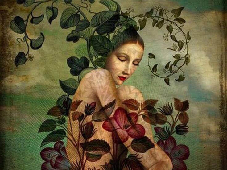Mulher rodeada de plantas