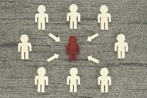 Ser o diferente no meio do grupo