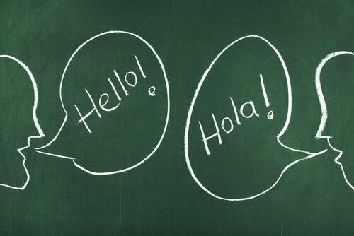 Pessoas falando um idioma diferente