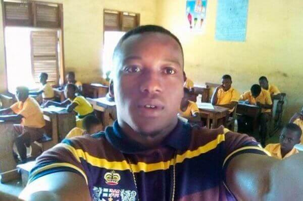 Professor de Gana com seus alunos