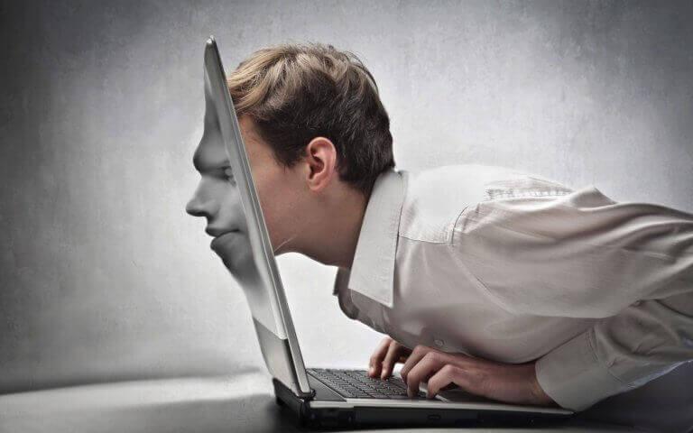 Homem viciado em redes sociais