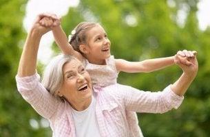 Apoio dos avós: a verdadeira chave para conciliar trabalho e família