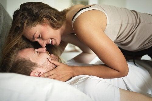 O sexo frequente fortalece a relação de amor