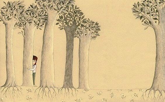 Menina se escondendo atrás de árvore