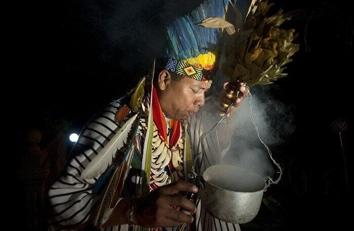Índio com preparação em panela