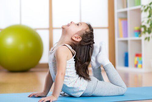 5 posturas de ioga para crianças