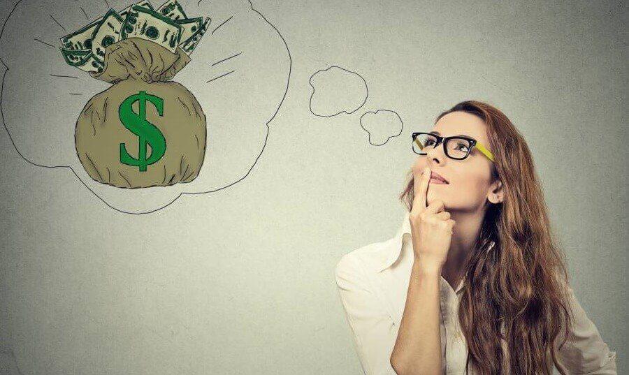 Mulher pensando em dinheiro