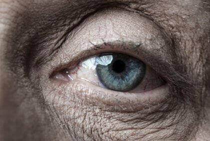 Olho de pessoa idosa