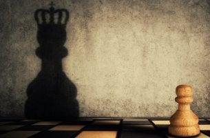 Dois lados da ambição: falta e excesso