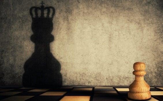 Os dois lados da ambição: falta e excesso