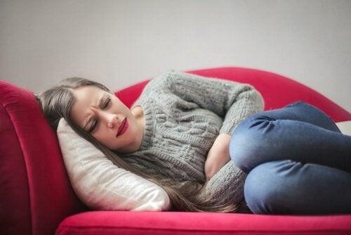 Mulher com gastrite nervosa