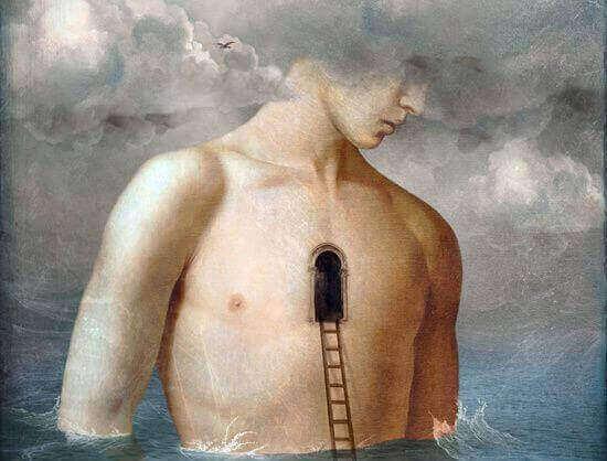 Homem com porta no peito