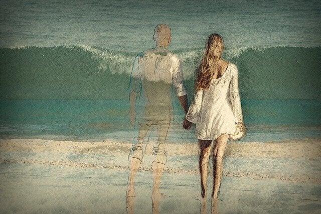 Casal desenhado diante do mar