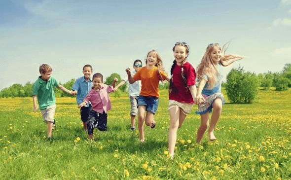 Crianças correndo