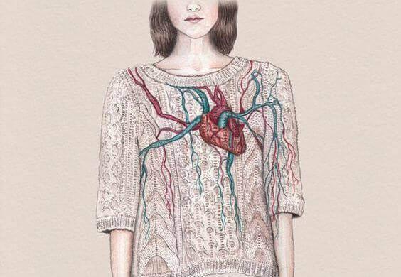 Mulher com coração em destaque