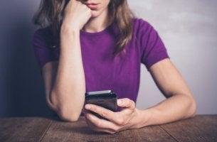 Síndrome FOMO: sentir angústia por estar perdendo algo