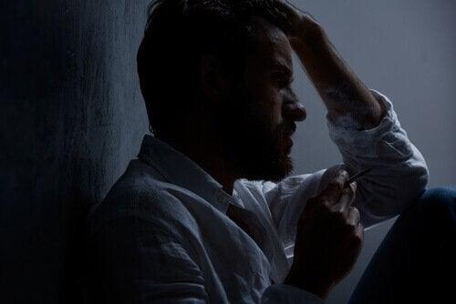 Homem estressado e ansioso