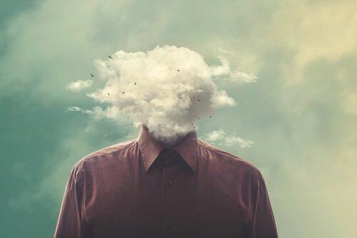 Pessoa com nuvem no lugar da cabeça