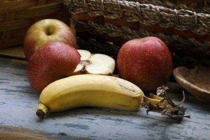 Maçãs e banana
