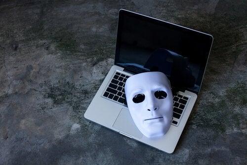 Predadores sexuais na internet