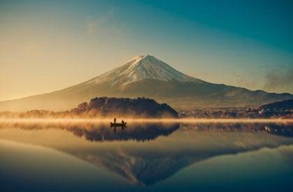 Reflexo de montanha em lago