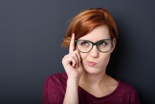 Linguagem corporal dos lábios: 4 gestos que nos entregam