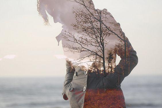 Silhueta de mulher com paisagem ao fundo