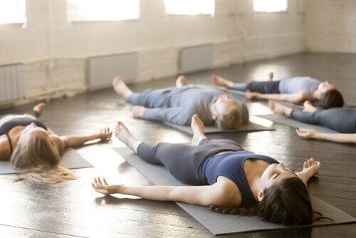4 técnicas de ioga para dormir melhor
