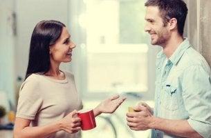 Por que nos sentimos desconfortáveis ao receber elogios?