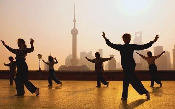 Prática de tai chi na China