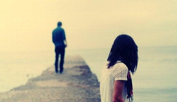 Homem e mulher distantes