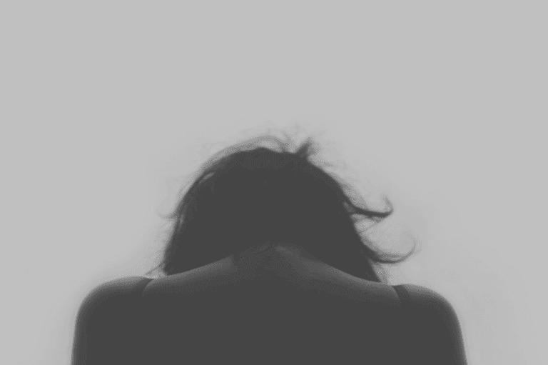 Mulher vítima de abuso