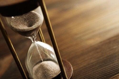 Ampulheta marcando o passar do tempo