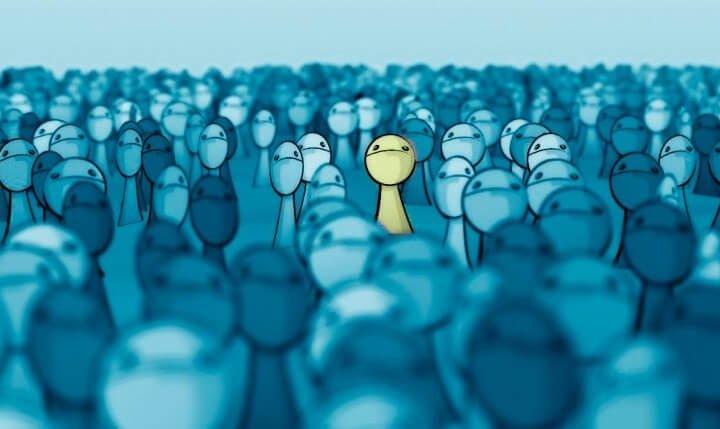 Sentir-se sozinho em meio à multidão