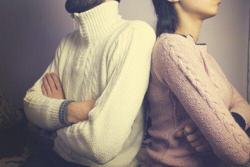 6 atitudes que separam mais do que a distância