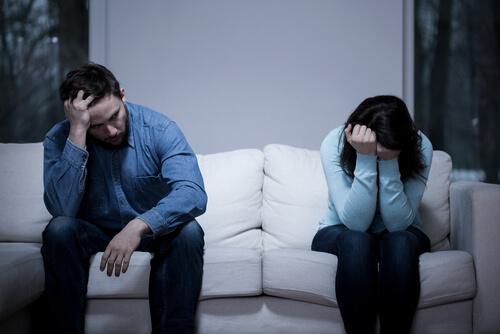 Casal tendo problemas no relacionamento