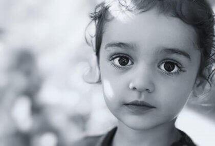 Uma criança quieta e obediente nem sempre é feliz