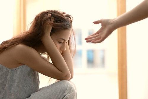 Como ajudar pessoas enfrentando momentos difíceis