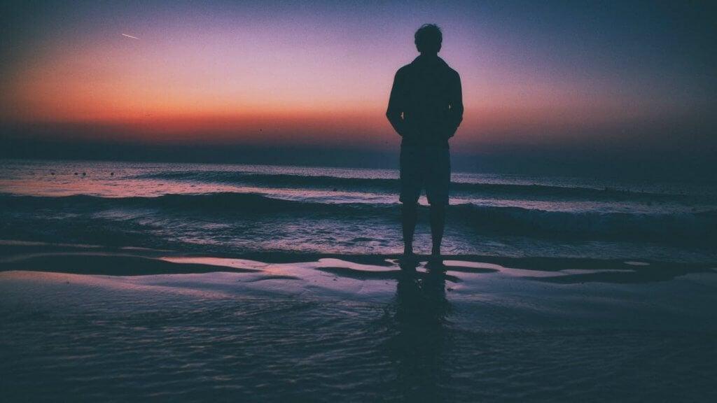 Se você sente solidão ao ficar sozinho, está em má companhia