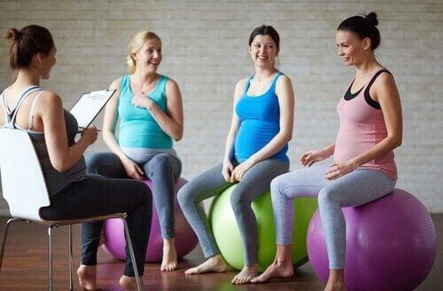 Aula de ioga pré-natal