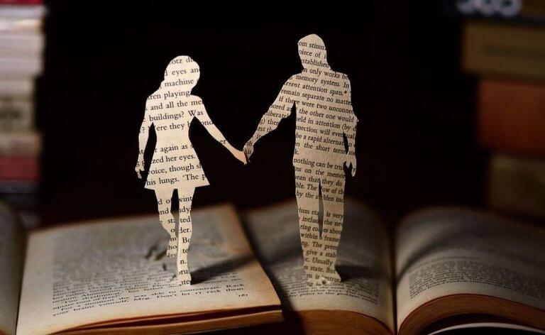 Recorte de livro em forma de casal