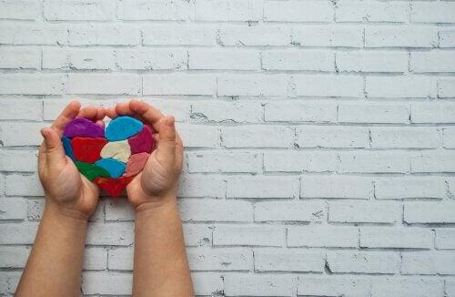 Coração feito com massinha de modelar