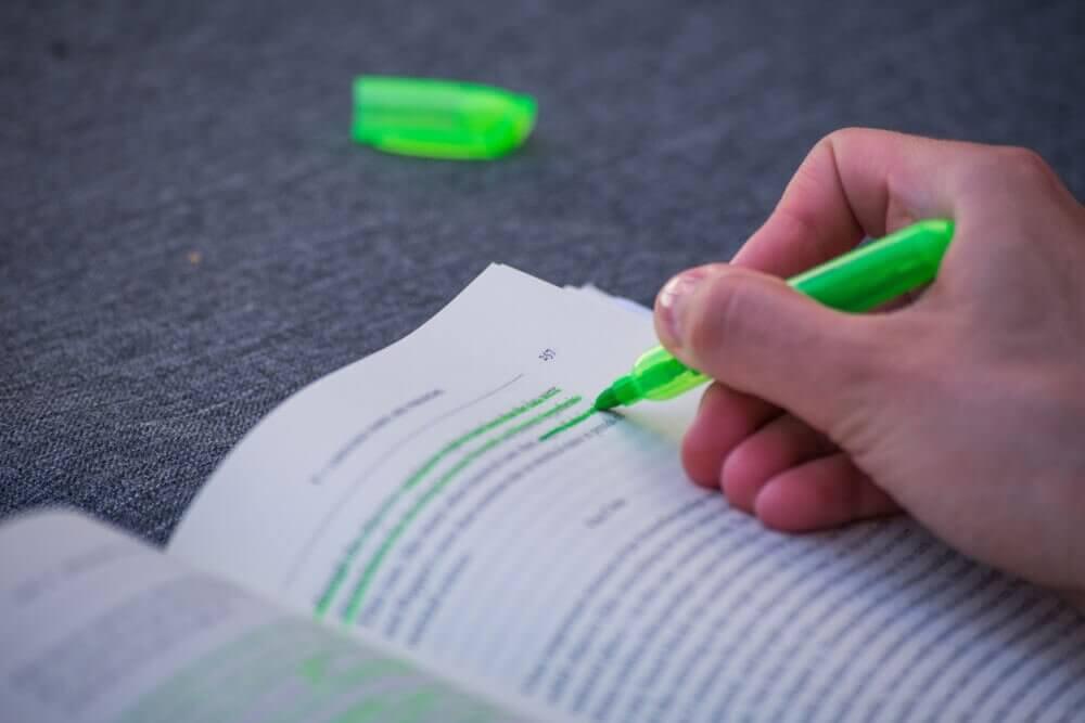 Por que a caneta de tinta verde é tão cara?