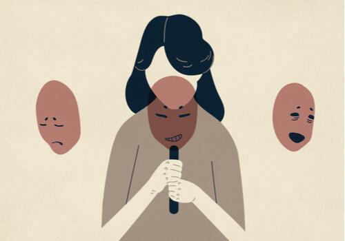 Máscaras simbolizando diferentes emoções