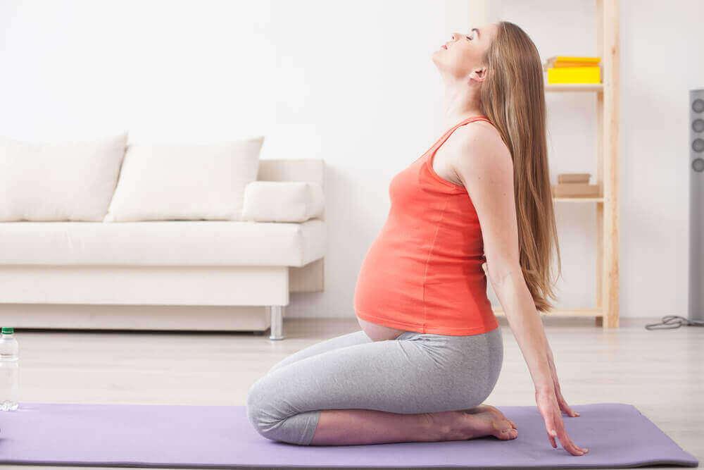 Ioga pré-natal: 5 exercícios
